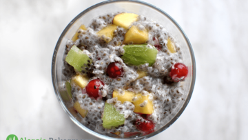 Deser z nasion chia z owocami (bez mleka)