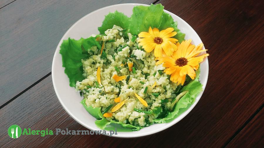 """""""Jajecznica"""" wegańska z kaszy jaglanej z pokrzywą i nagietkiem (bez glutenu, soi)"""